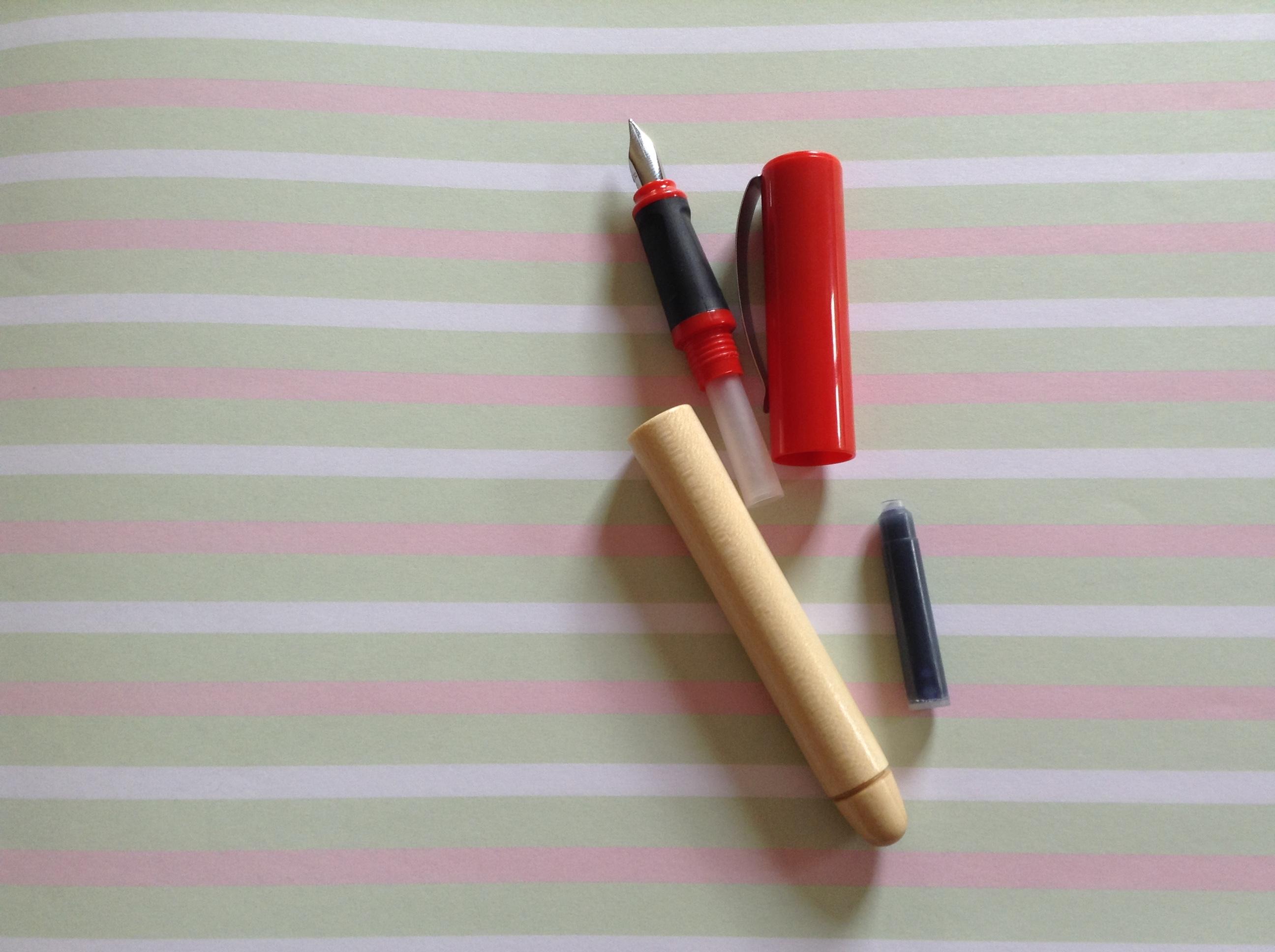 ergonomické plnící pero